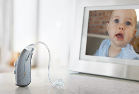 Motion-micon_hearing-aid-on-table